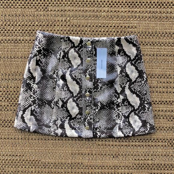 NWT Urban Outfitters 🐍 Skin Mini Skirt Small